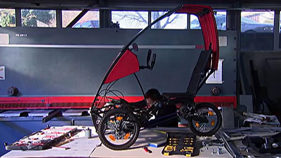 Ну и гаджеты: складной автомобиль, стул-трость и складыватель одежды