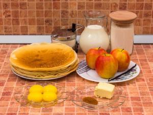 Блинный торт с заварным кремом, яблоками и корицей. Ингредиенты