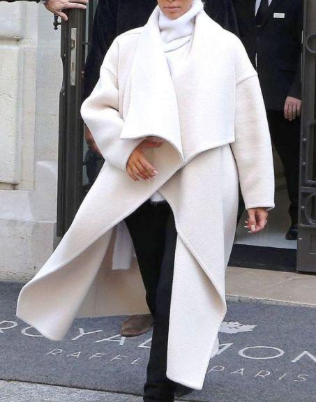 Тренды весны 2018 — женственное и элегантное белое пальто образах уличной моды