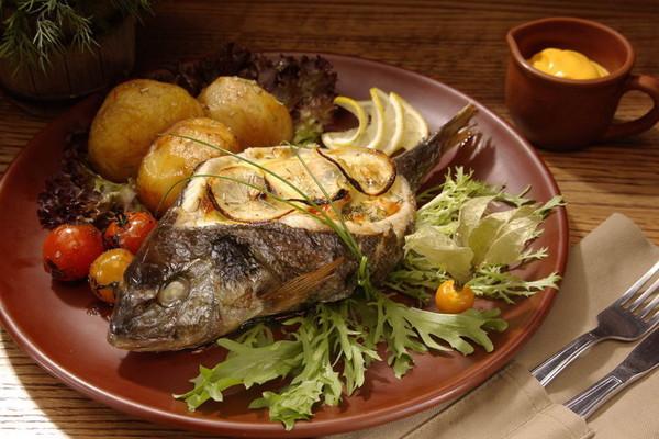 Дорадо, фаршированная жюльеном из морепродуктов