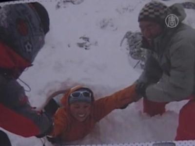 Женщина впервые покорила Эверест дважды за сезон