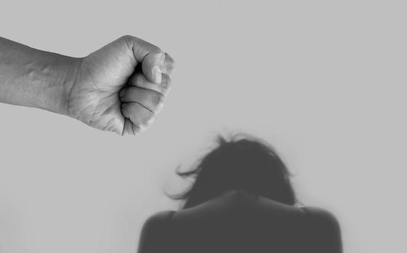 СМИ: виновным в домашнем насилии могут запретить приближаться к пострадавшим