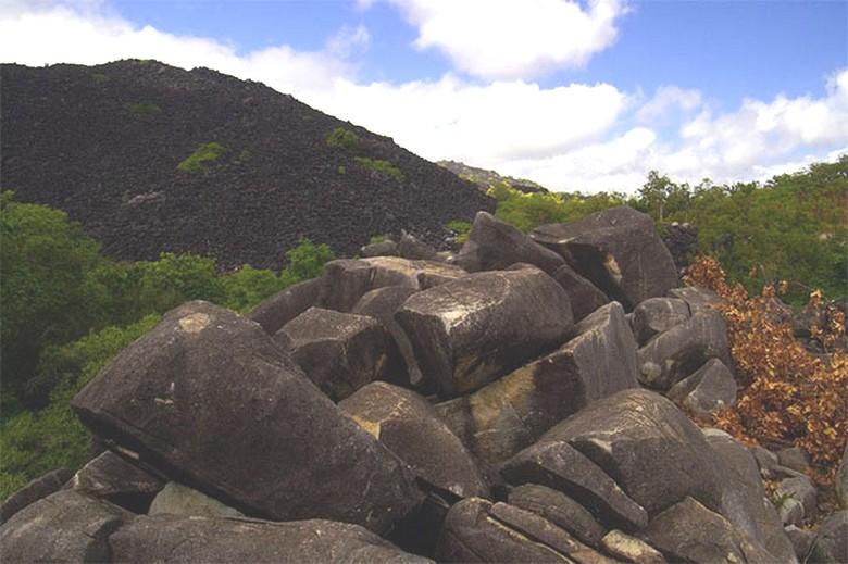 Загадочная черная гора Австралии - Kuku Nyungkal