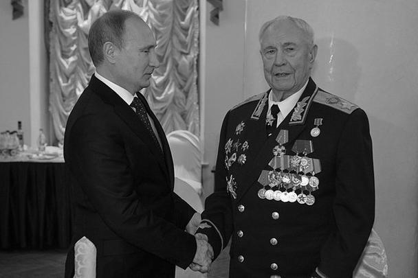 Путин поблагодарил юбиляра за заслуги и подчеркнул, что гордится возможностью находиться в этот день рядом с ним