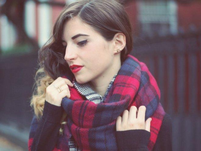 Как завязать палантин, чтобы выглядеть стильно?