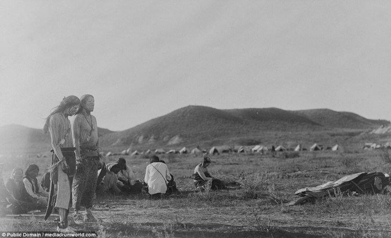 """1910, шайенны собрались на традиционной церемонии под названием """"Танец солнца"""" аборигены, индейцы, исторические кадры, история, племена, редкие фото, сша, фото"""