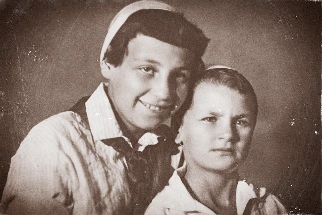 Настоящие лица раннего СССР — это  лица из семейных альбомов  1917—1941 гг