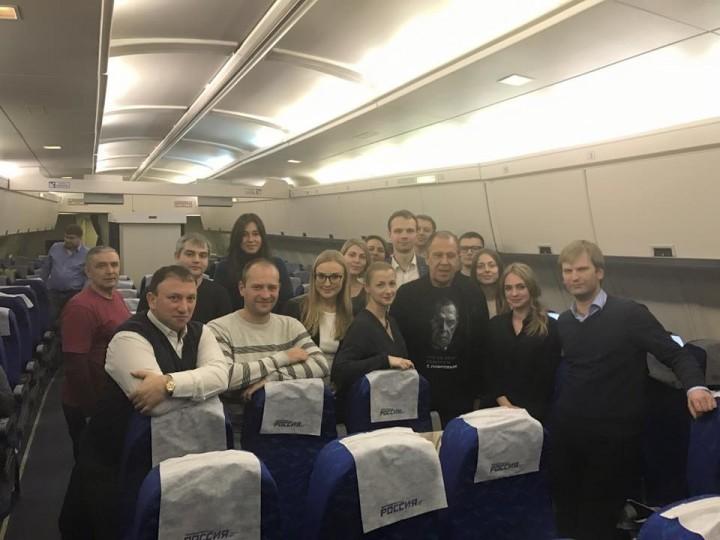 Сергей Лавров отмечает день рождения в самолете, возвращаясь из Токио