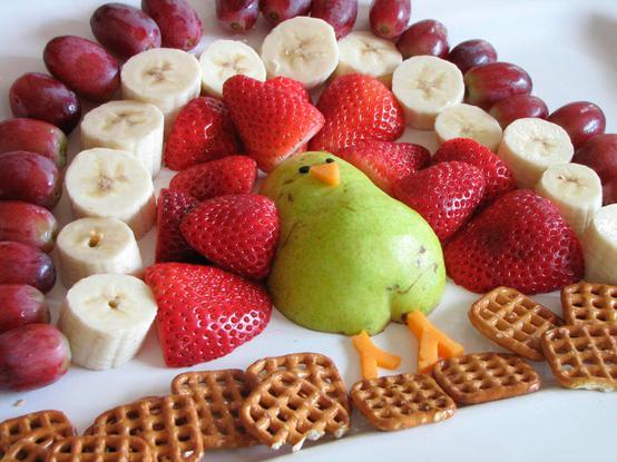 павлин-из-фруктов