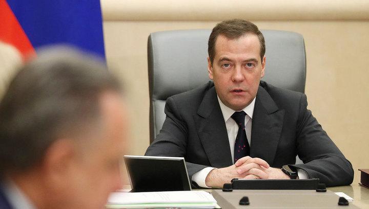 """""""Намёк поняли. Спасибо"""": Медведев призвал не радоваться Новому году а страдать и плакать"""