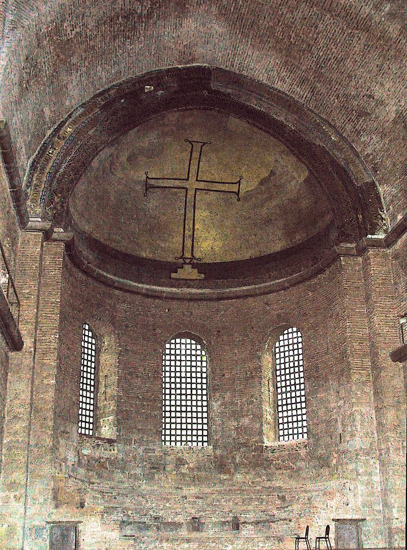 Иконоборчество могло способствовать усилению роли императора и повышению его власти над церковью