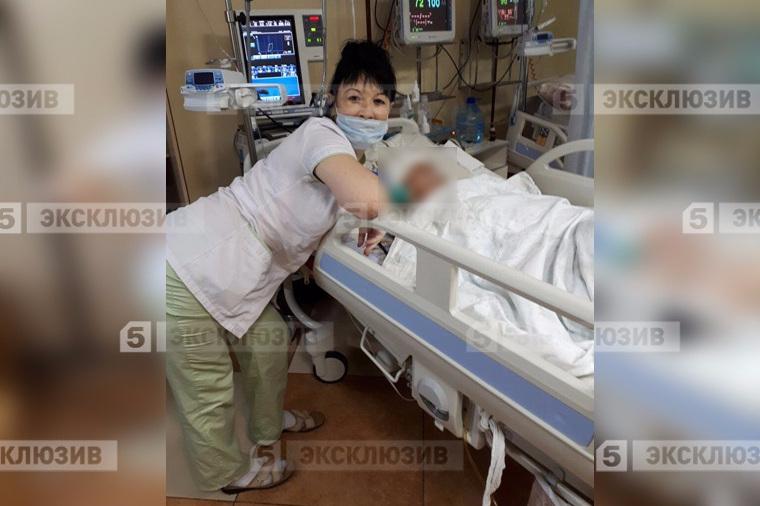 Медсестра делала снимки для соцсетей на фоне умирающих пациентов.