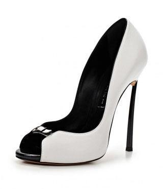 Туфли Casadei к белому платью