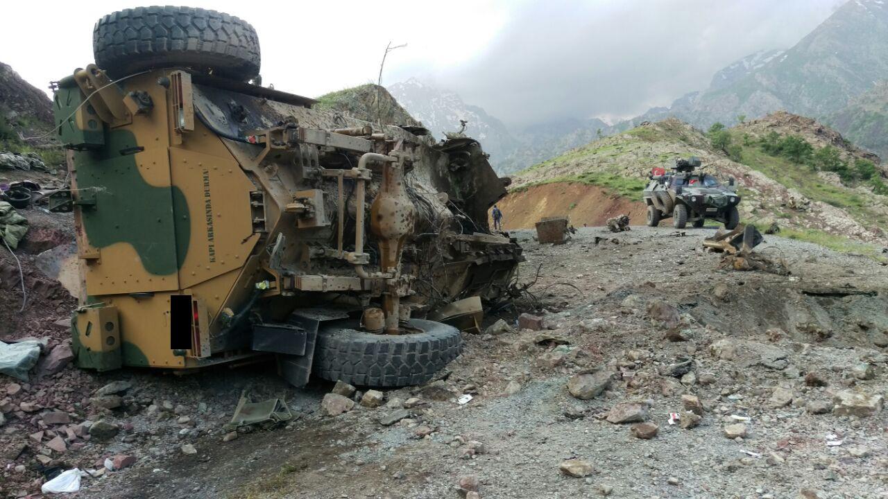 Четверо российских военных погибли при взрыве в Сирии