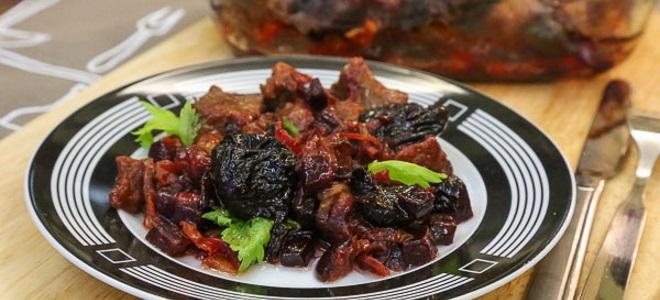 Мясо с черносливом — оригинальные рецепты вкусного горячего блюда