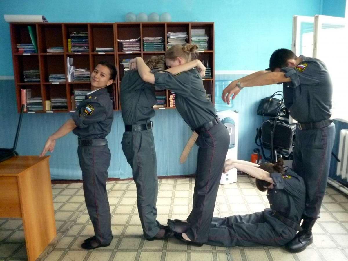 Телки в форме полиции 10 фотография