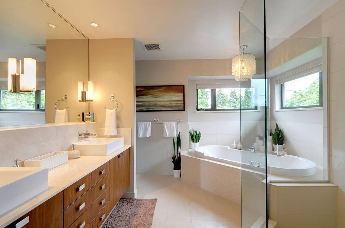 В ванной комнате хорошо будут смотреться небольшие компактные системы хранения с фасадами выполненными под дерево