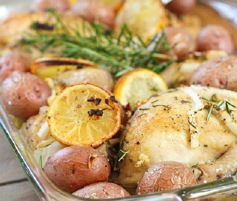 Жаренный цыпленок с лимоном картофелем и розмарином