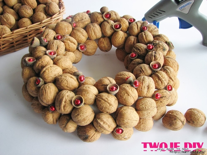 рождественский венок из грецких орехов (5) (700x525, 290Kb)
