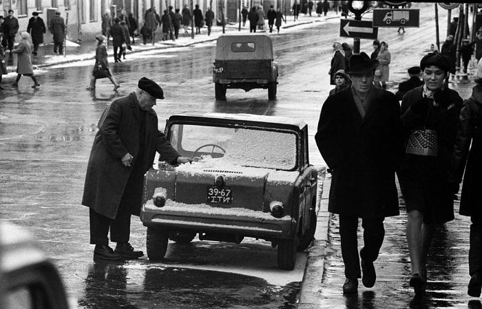 Мастер по изготовлению ключей. СССР, Казань, 1969 год.