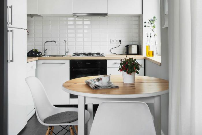 Лаконичный дизайн маленькой кухни.