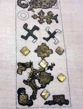 Вышивка свастиками и крестами