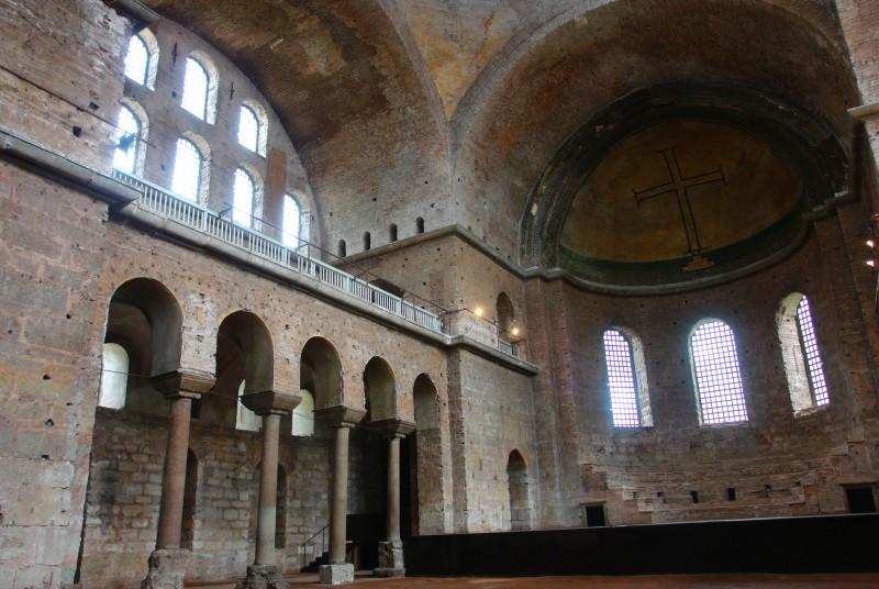 Сейчас внутри церкви Святой Ирины только древние стены