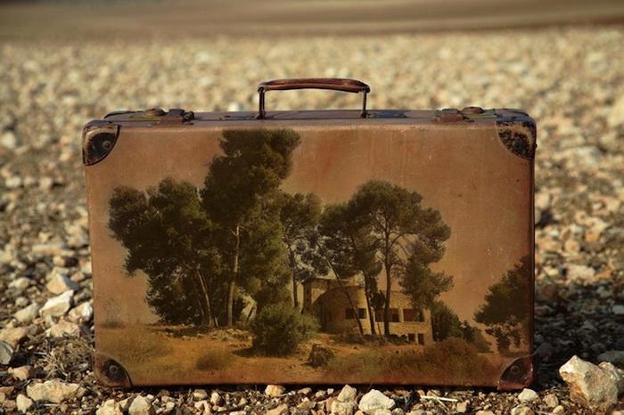 Memory Suitcases. Необычные картины от художника Yuval Yairi