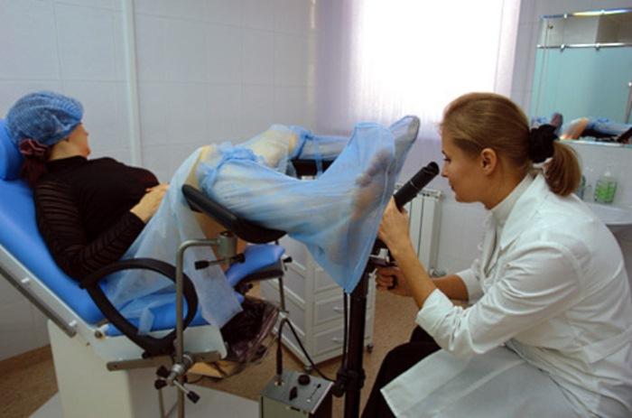 На осмотре гинеколога смотреть