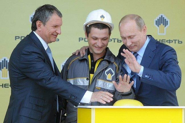 """Путин наградил орденами покупателей акций """"Роснефти"""""""