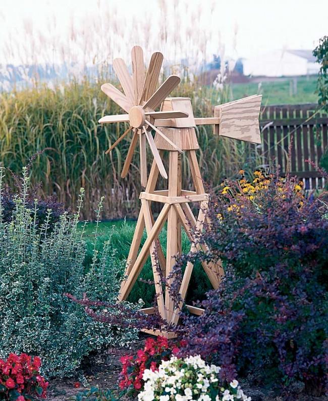 Мельница с ветрилом, который уравновешивает конструкцию крыльев и используется для поиска ветра в случае, если вы делаете вращающуюся модель
