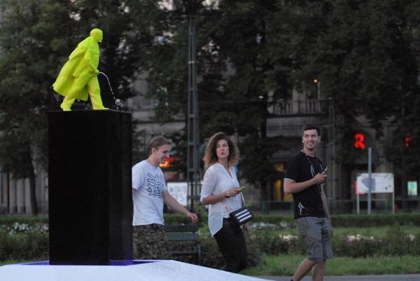 Поляки построили памятник писающему Ленину