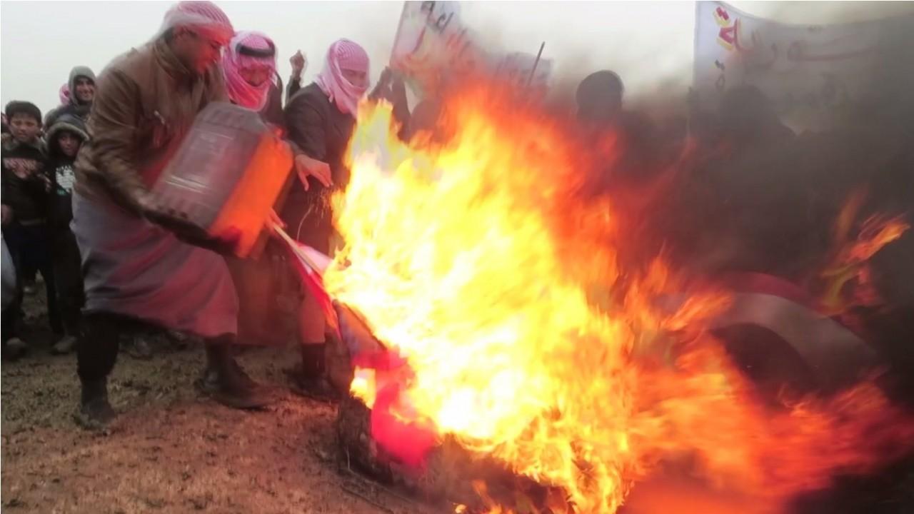 Жители сирийских Ракки и Дейр-эз-Зора митингуют против курдов