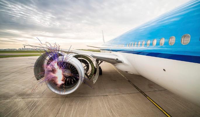 Пилоты посадили самолет с ра…