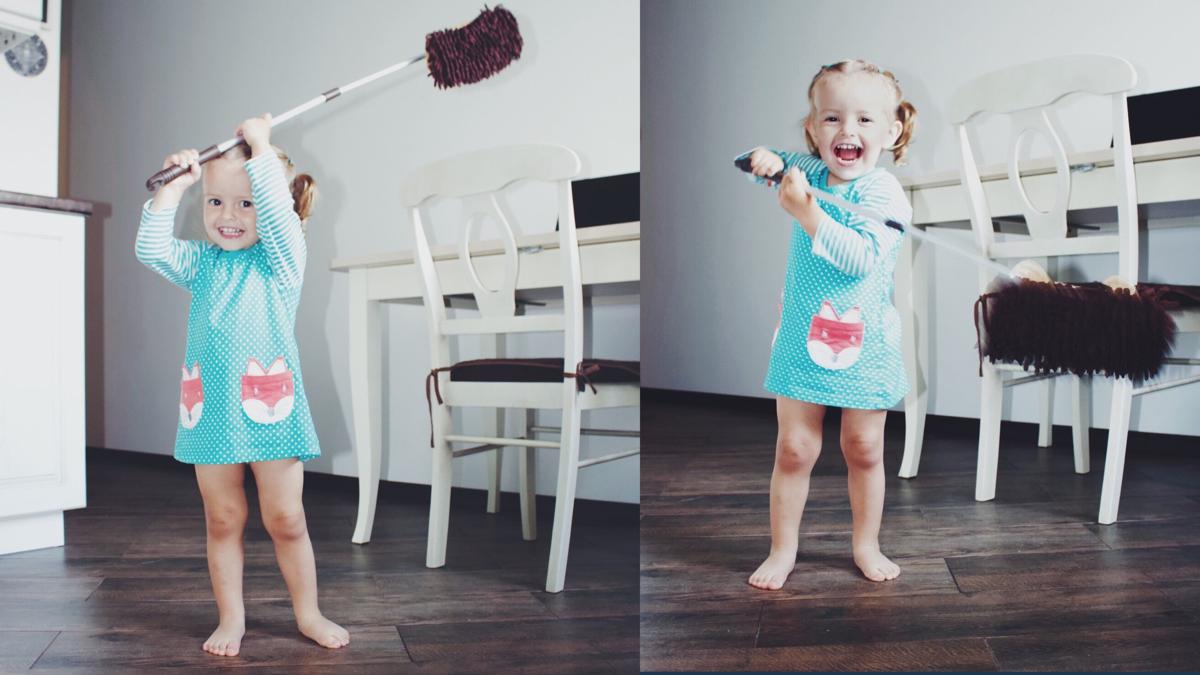 Швабра и ребёнок - это всегда весело, интересно и непредсказуемо )))