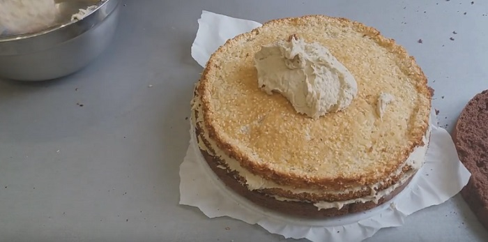 торт с кремом с халвой