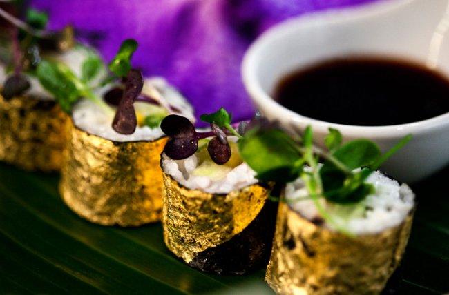 Эксклюзивная еда с пищевым золотом