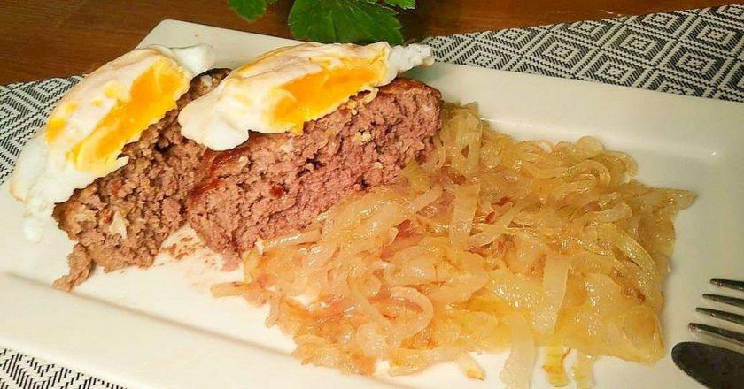 Бифштекс с яйцом: покоряет своей красотой и простыми ингредиентами