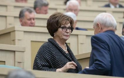 «Передают всякую глупость из Telegram»: Сенатор Лахова отказалась разъяснить свои слова