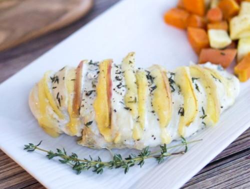 Куриная грудка с сыром и яблоком в духовке