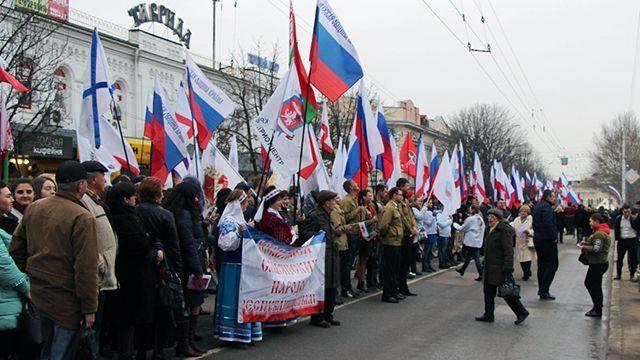В праздничном шествии приняли участие 5000 жителей Симферополя