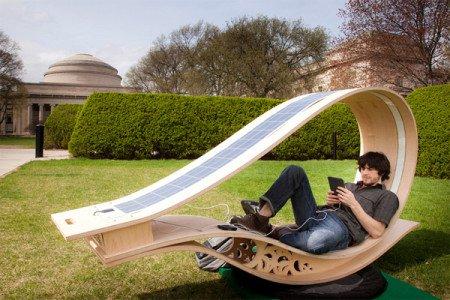 Скамейка на солнечных батарейках
