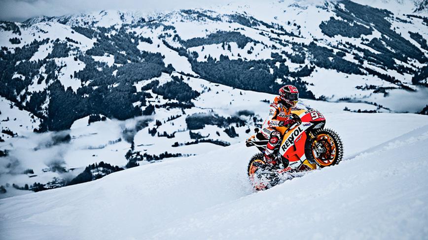 Чемпион MotoGP доказал, что может проехать на супербайке даже по горнолыжному склону