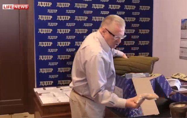 Жириновский отправил украинскому премьеру печь - буржуйку и телогрейку
