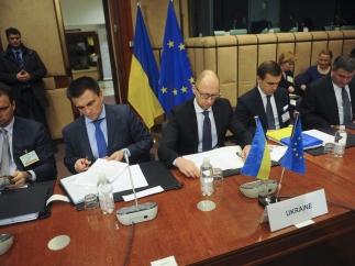 Где сели, там и слезли. Запад дал Украине меньше денег, чем Украина Западу.