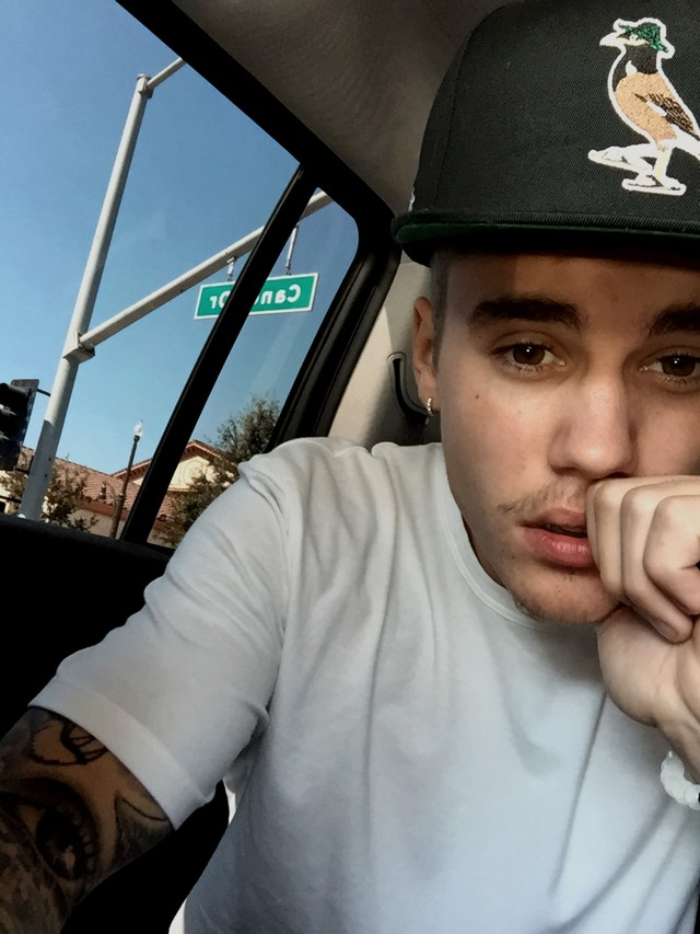 Justin Bieber Shows Off New 'Stache + iPhone 6 Plus