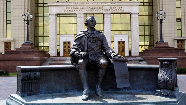 Теперь-то заживут: до 6,5 тыс. рублей повышены оклады библиотекарей в МГУ