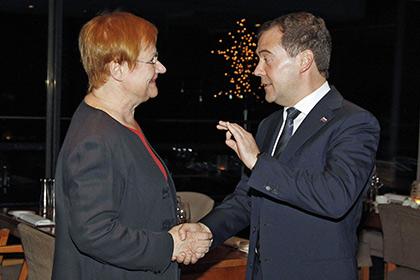 """""""Она умеет вести себя очень хорошо"""": Бывший президент Финляндии рассказала о судьбе живого подарка от Медведева"""