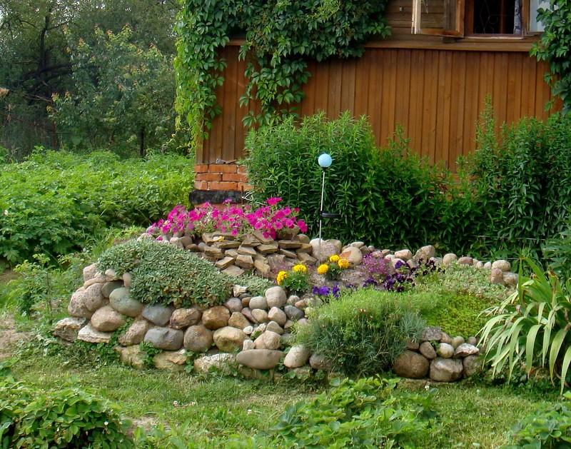Фото ландшафтный дизайн дачного участка с альпийской горкой