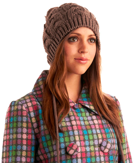 Модная женская шапка связанная своими руками 80
